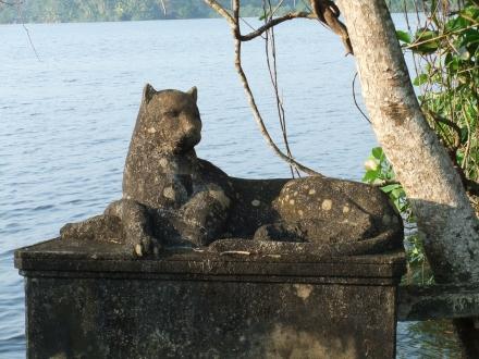 Bawa House Cat Statue