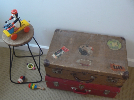 Stuck Old Suit Case Wooden Toys Stool
